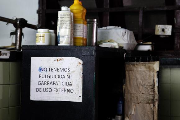 El déficit de medicamentos fuerza a que muchas personas tengan que adquirirlos en las tiendas de divisas en precios poco asequibles a la población . Foto: Ladyrene Pérez/CUBADEBATE