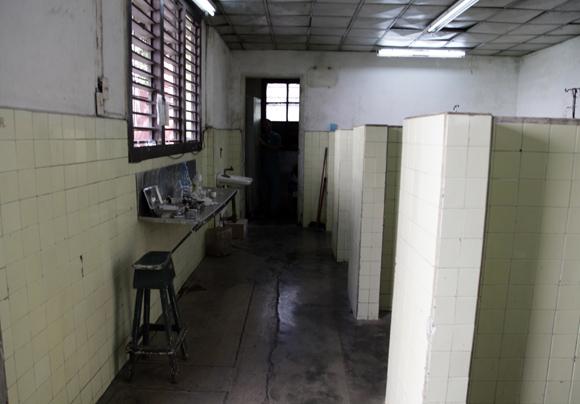 El interior del cuerpo de guardia necesita una reparación completa. Foto: Ladyrene Pérez/CUBADEBATE