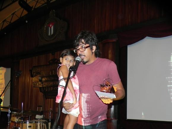 """El Premio Cubadisco, en la categoría Trova, lo obtuvo Inti Santana con el disco de Bis Music, """"Mundo Paripé"""". Foto Marianela Dufflar/Cubadebate"""