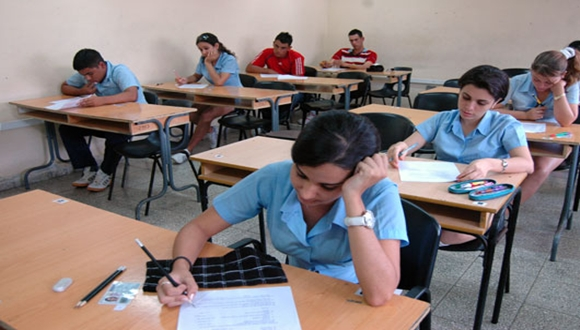 Miles de estudiantes de todo el país acuden hoy a las aulas para realizar las pruebas de ingreso.