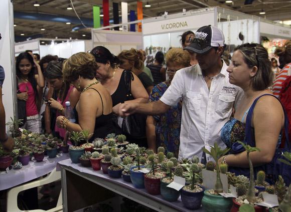 Comenzó en Camagüey feria artesanal Arte para Mamá