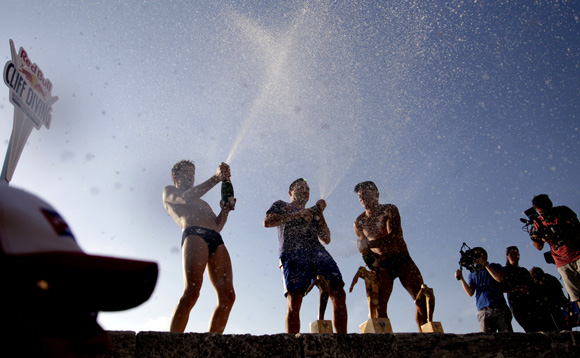 Blake Aldridge al centro de Reino Unido ganó el Cliff Diving de la Habana. Foto: Ismael Francisco/Cubadebate
