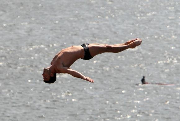 Blake Aldridge de Reino Unido ganó el Cliff Diving de la Habana. Foto: Ismael Francisco/Cubadebate