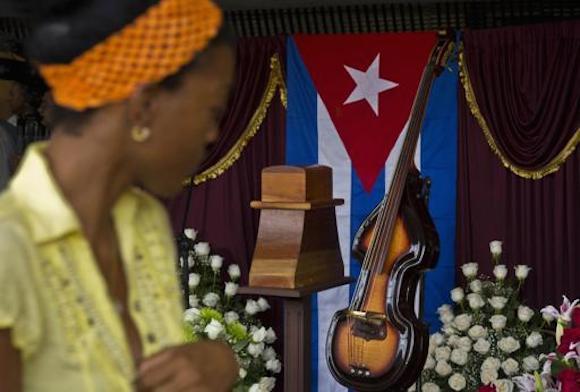El pueblo rindió homenaje a Juan Formell. Foto: Ramon Espinosa/ AP