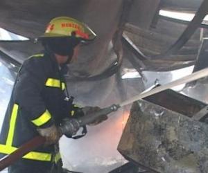 Sofocan incendio de grandes proporciones en Zaza del Medio, Sancti Spíritus