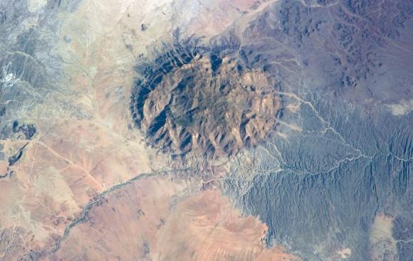 estructura de la montaña en el centro de Namibia. 15 de mayo 2014 . (NASA )