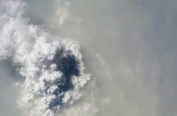 Neblina y nubes por encima de Malasia , visto desde la Estación Espacial Internacional el 13 de marzo de 2014. (NASA )