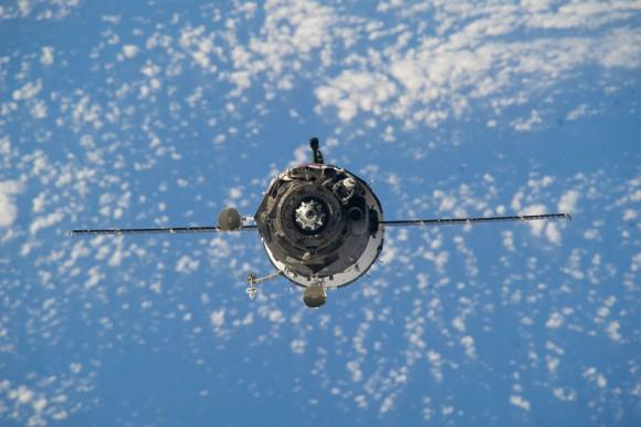 27 de marzo 2014 - Una vista desde la Estación Espacial Internacional muestra la nave espacial Soyuz TMA -12M , poco antes del acoplamiento de los dos vehículos en órbita. (NASA )