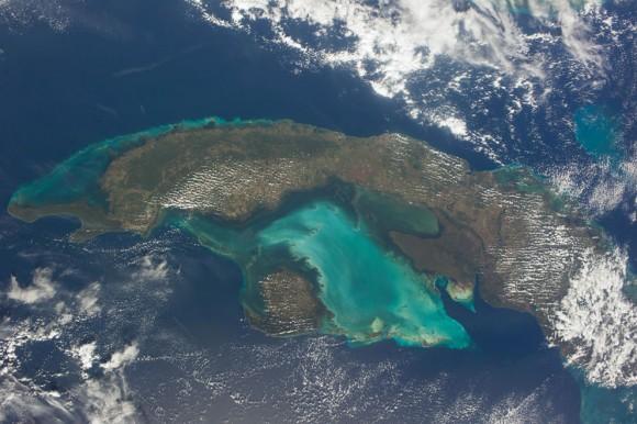 El país caribeño de Cuba se representa en esta imagen , fotografiado por uno de los 38 miembros de la tripulación Expedición a bordo de la ISS , el 26 de diciembre de 2013. (NASA )