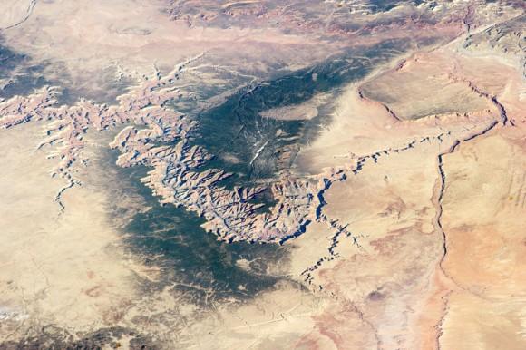 Una vista oblicua del Gran Cañón , desde la Estación Espacial Internacional , el 25 de marzo de 2014. (NASA )