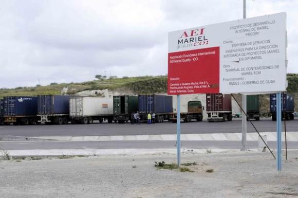 Área de recepción de vehículos y patio exterior de la Terminal de Contenedores del Mariel, en la provincia de Artemisa, Cuba, el 23 de mayo de 2014.  AIN FOTO/Roberto MOREJON RODRIGUEZ