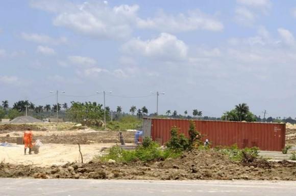 Vista de la zona del movimiento de tierra, para el trazado de la vía férrea del ferrocarril que unirá la Terminal de Contenedores del Mariel y La Habana, en la provincia de Artemisa, Cuba, el 23 de mayo de 2014. AIN FOTO/Roberto MOREJÓN RODRÍGUEZ/
