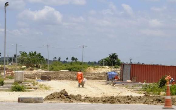 Zona de movimiento de tierra, para el trazado de la vía férrea del ferrocarril que unirá la Terminal de Contenedores del Mariel y La Habana, en la provincia de Artemisa, Cuba, el 23 de mayo de 2014.  AIN FOTO/Roberto MOREJÓN RODRÍGUEZ