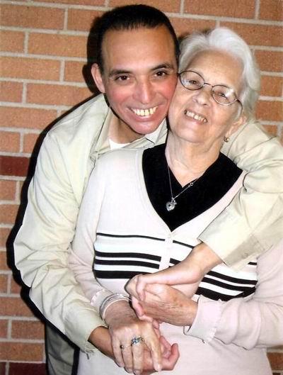 """Tony Guerrero: Mi madre, """"el más sublime ejemplo de amor que me ha dado la vida"""""""