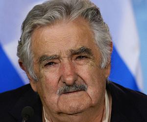Uruguayos eligen modelo de país y Mujica pasa a la historia como el líder más humilde