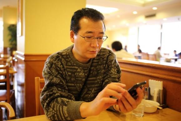Un hombre cena solo, 2014. Foto: Getty