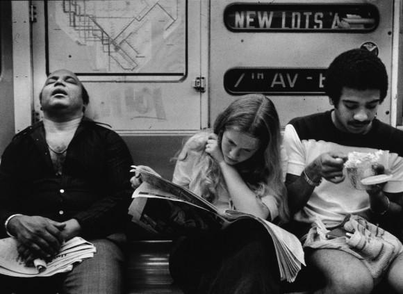 Pasajeros en el metro, 1970. Foto: Getty