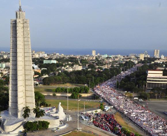 Vibrante desfile del pueblo habanero por la Plaza de la Revolución. Foto: Roberto Garaycoa Martínez/Cubadebate