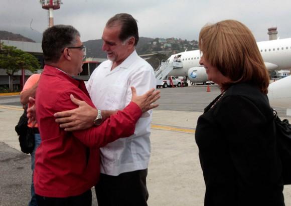René Gonzalez a su llegada a Venezuela. Foto: AVN