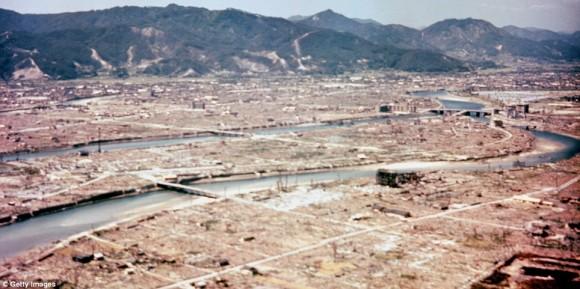 subastan imagen del bombardeo a Hiroshima6