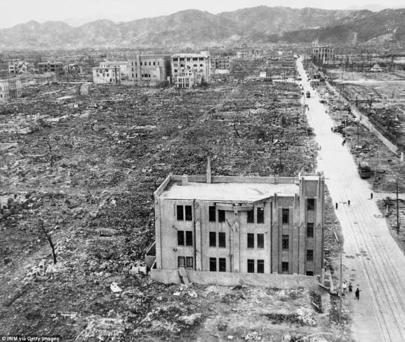 subastan imagen del bombardeo a Hiroshima7