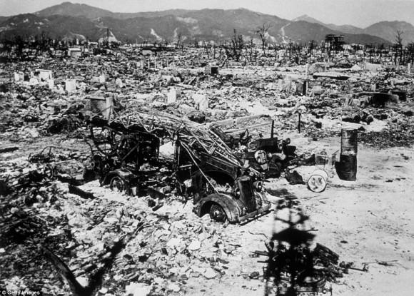 subastan imagen del bombardeo a Hiroshima8