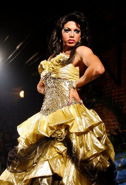 Elección de Miss Travesti-Cuba, en el Mejunje, Santa Clara. Foto: Ismael Francisco