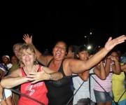 """Miles de personas se dieron cita el sábado 21 de junio, en la Plaza África de Alamar,  para disfrutar  del proyecto """"ARTex de fiesta por los  barrios"""".FOTO: Marianela Dufflar."""