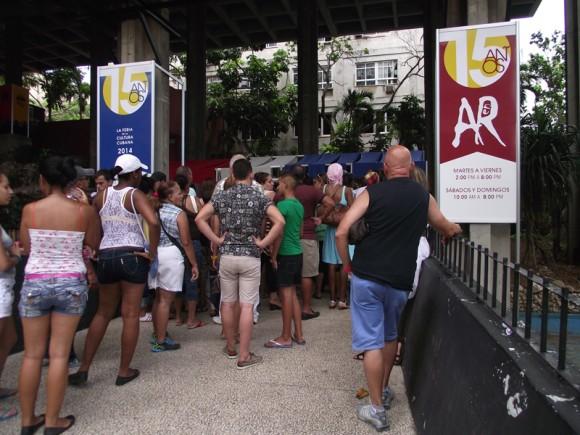 La feria sesionará de martes a viernes de  2:00 p.m.  a  8 .00. p.m. Sábados y domingos de 10.00 a.m. a 8.00 p.m. Recesando los lunes y el día 30 de julio. Foto Marianela Dufflar/Cubadebate