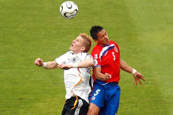 Alemania venció 4-2 a Costa Rica en la apertura de la fase final del XVIII Mundial.