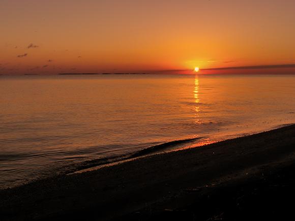 Amanecer en la playa Las Bibijaguas, en la Isla de la Juventud. Foto: Roberto Ibarra
