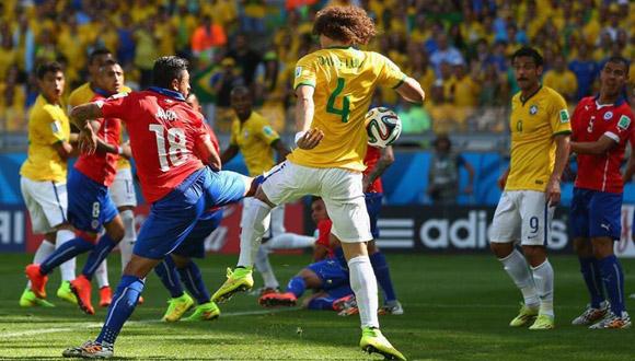 Momento en que Jara mete la Brazuca en propia puerta. Foto: FIFA.