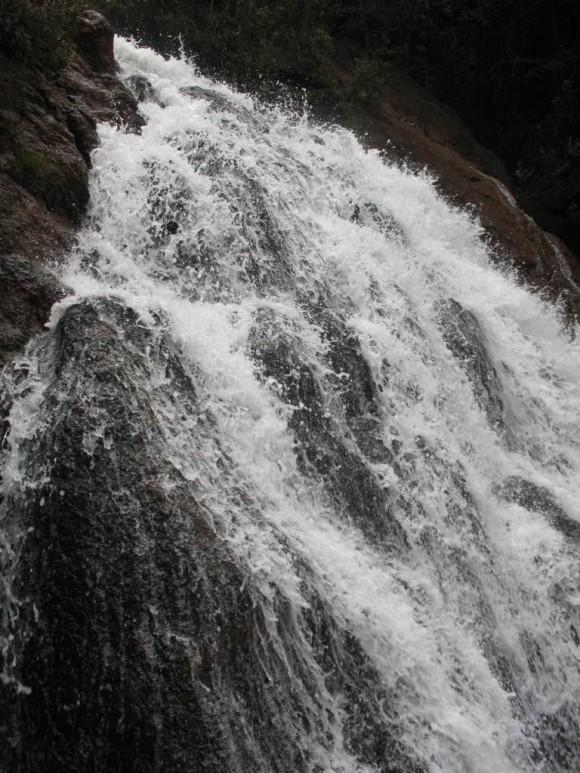 Cascada en el Rio Cayo Guam, Moa. Foto: Yurisley Valdés Mariño, Ingeniero Geólogo y Profesor universitario