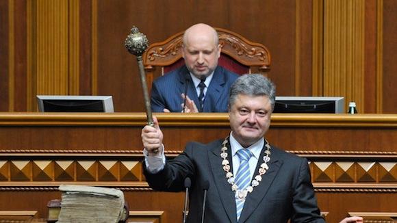 El nuevo presidente de Ucrania, Piotr Poroshenko, estuvo informando en 2006 al embajador de EE.UU., John Herbst, sobre las consultas para la formación de un Gobierno de coalición, revela WikiLeaks. Foto: RT
