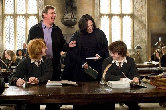 Esta foto entre escenas demuestras que Harry y Snape son buenos amigos