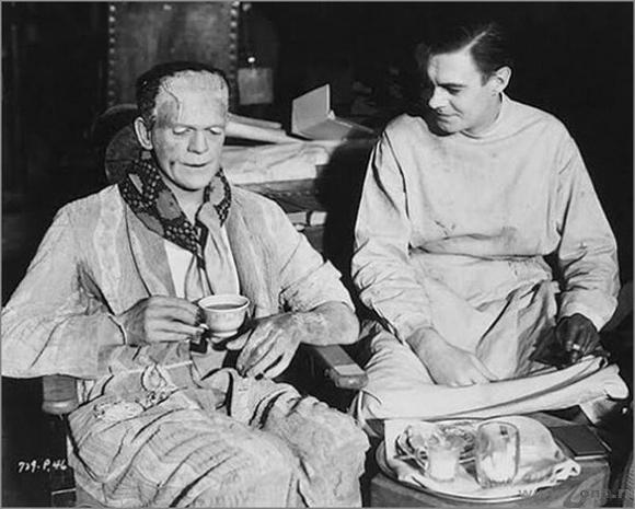 Frankenstein también toma té