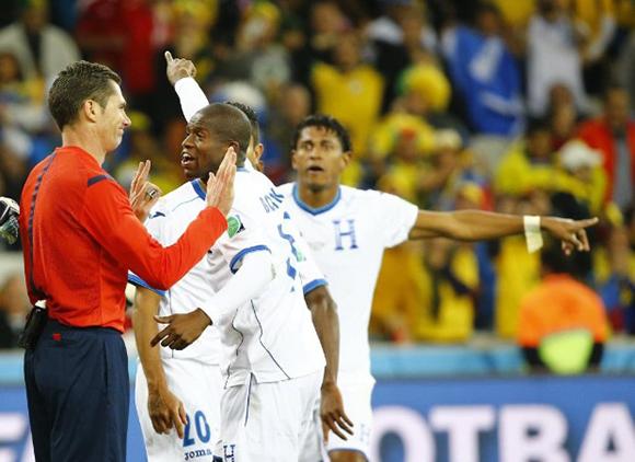 Honduras protesta el gol anulado. Foto: FIFA