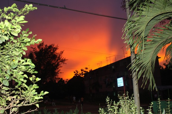 Inusual crepúsculo en Moa el 15 de junio de 2014. Foto: José M. Liranza