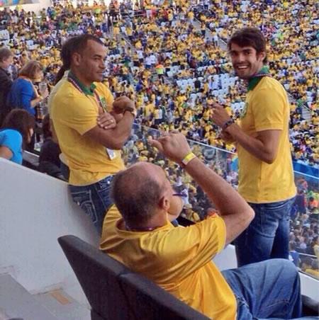 Cafú y Kaká animan desde las gradas a la selección brasileña