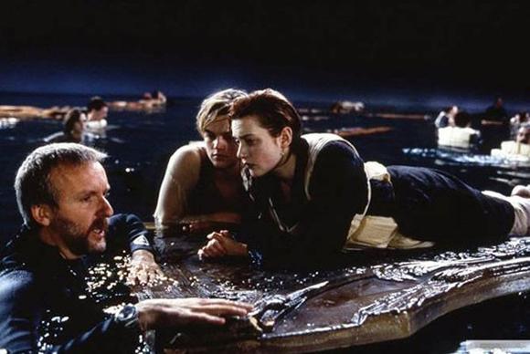 Leonardo DiCaprio y Kate Winslet no estaban solos en la escena final de Titanic