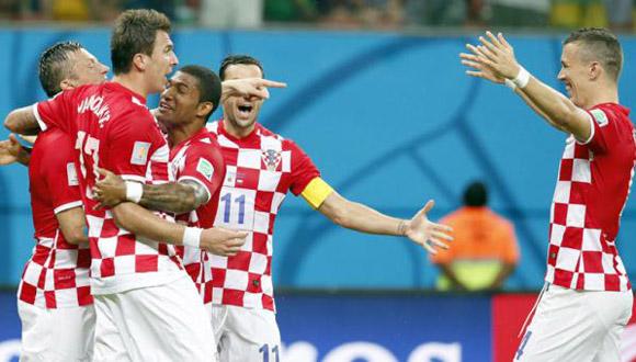 Los croatas celebran el gol de Ivica Olic.