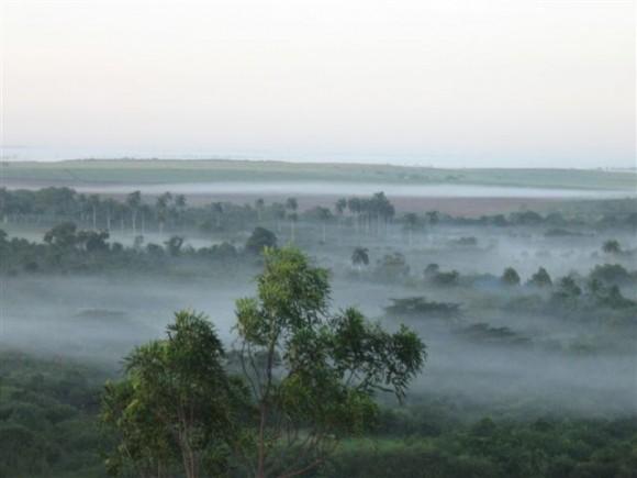 Neblina al amanecer en Las Tunas. Imagen tomada desde el Cerro de Caisimú. Foto: Rolando Peña Zayas