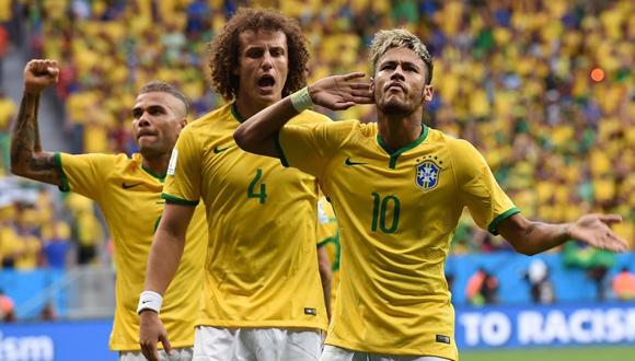 Neymar, David Luiz y Alves con Brasil.