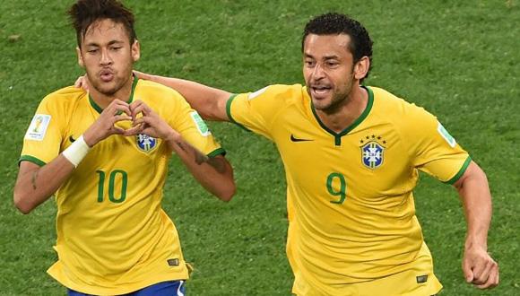 Neymar celebra como Bale su gol del empate 1-1 contra Croacia.