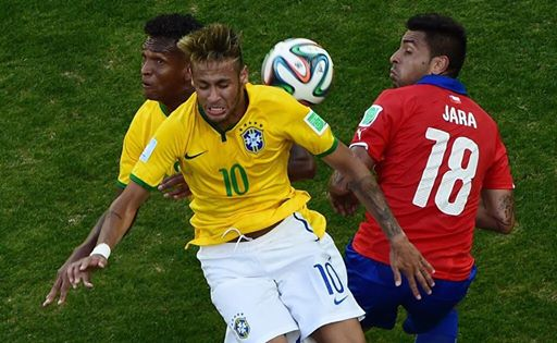 Neymar frente a Chile en octavos de final.
