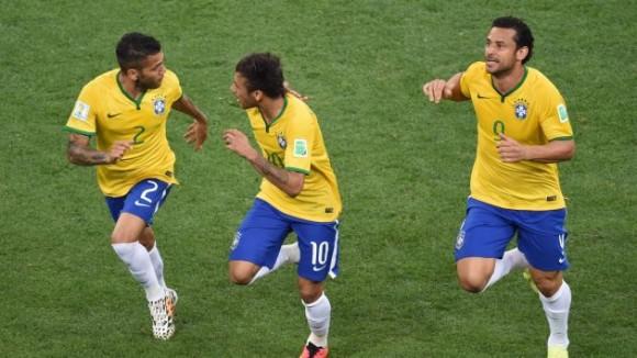 Neymar marca el primero de Brasil y celebra