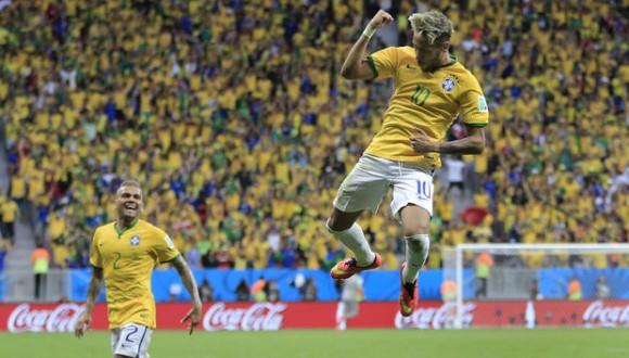 Neymar celebra el primer gol contra Camerún. Foto: AP