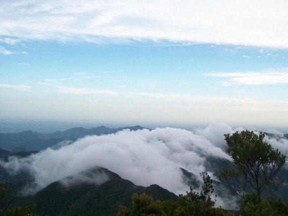 Nubes sobre la Sierra Maestra. Foto José enrique Agüero Estudainte de Comunicación Social Las Tunas