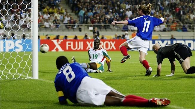 En una de las mayores sorpresas de la historia de los Mundiales, Senegal venció 1-0 a Francia en el inicio de la edición organizada en Corea y Japón.