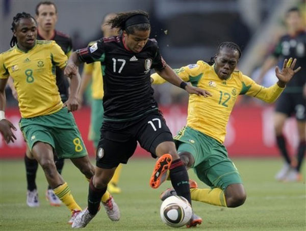 En Sudáfrica, los anfitriones empataron 1-1 con México.